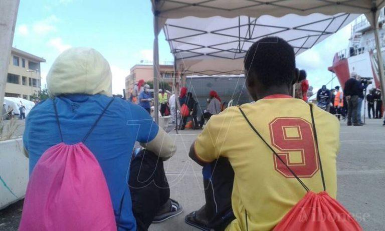 """Gestione migranti, infuria la polemica. """"Vibo Unica"""": «Muratore chiarisca a nome di chi parla»"""