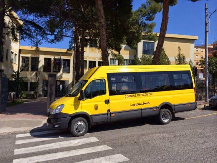 Uno scuolabus nel Vibonese