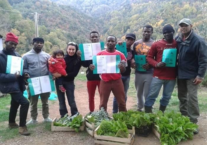 Migranti e agricoltura sociale, a Vallelonga si fa integrazione partendo dalla terra