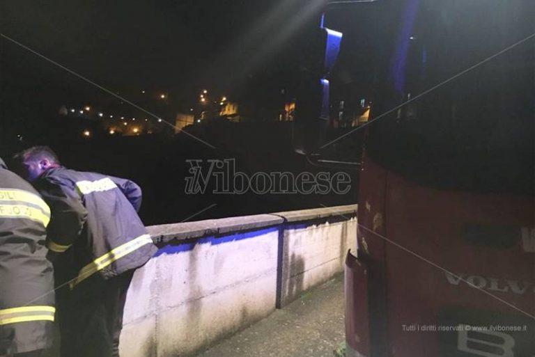 Precipita con l'auto in un burrone, tragedia sfiorata ad Arena (FOTO)