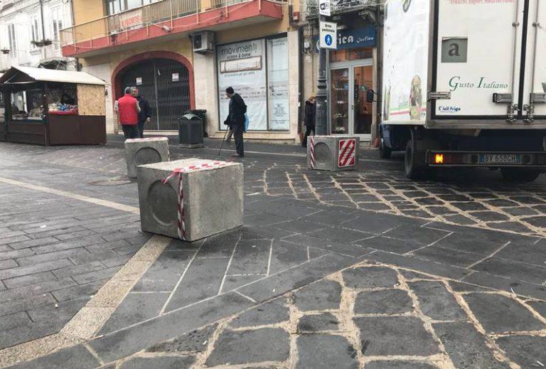 Pozzetti stradali come blocchi anti-terrorismo, sconcerto a Vibo (FOTO)