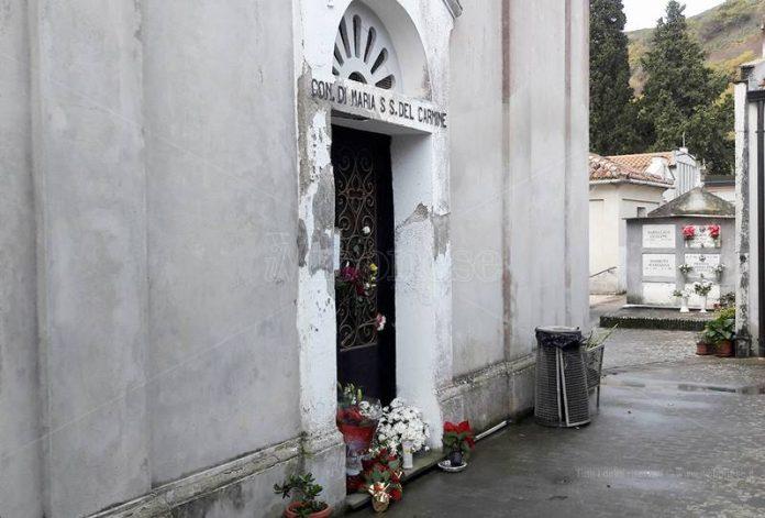 La cappella chiusa nel cimitero di Stefanaconi