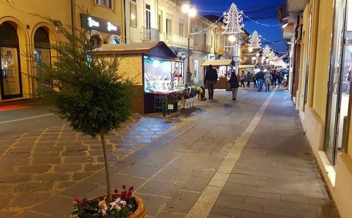 Corso Vittorio Emanuele illuminato a festa (foto Zimatore)