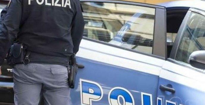 Furto in supermercato a Vibo, polizia denuncia tre rumeni