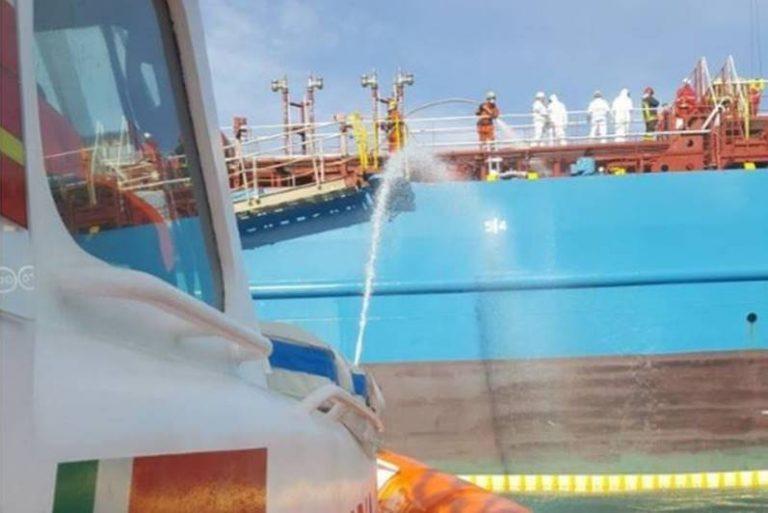 """""""C'è una bomba sulla petroliera"""", l'allarme simulato dà il via all'esercitazione a Vibo Marina (FOTO)"""