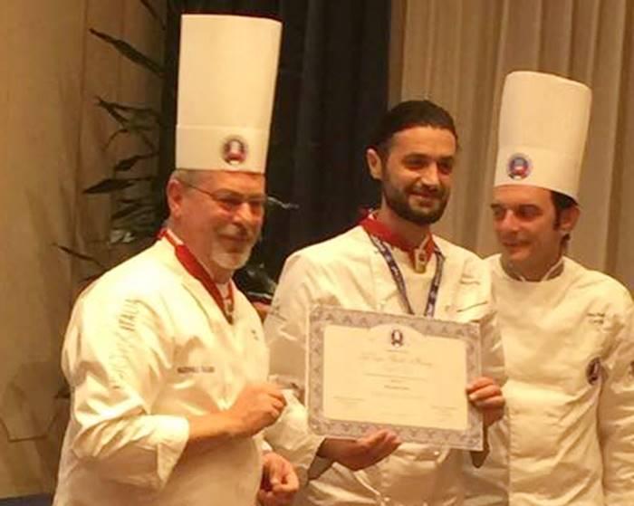 """Allo chef vibonese Giulio Maccarone il premio """"Les Toques Blanches D'honneur"""""""