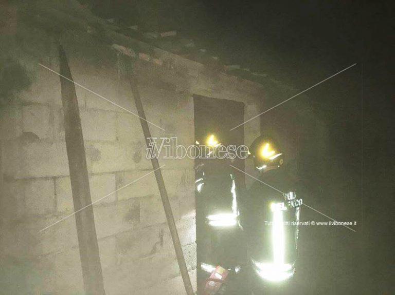 Incendiato capannone agricolo a Mileto