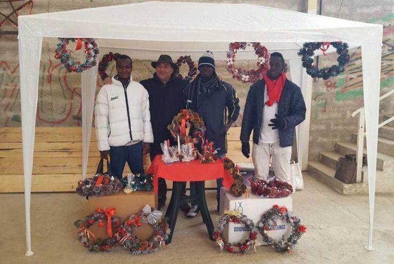Integrazione a Natale, ecco le decorazioni dei giovani migranti ospiti a Brognaturo