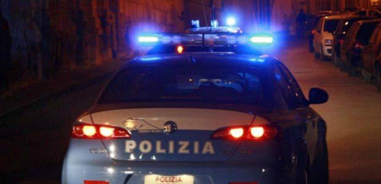 Pagano il conto del ristorante con 100 euro falsi, coppia arrestata a Pizzo