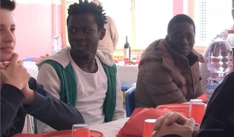 """Al """"Vespucci"""" di Vibo Marina il pranzo di Natale è """"solidale"""" (VIDEO)"""
