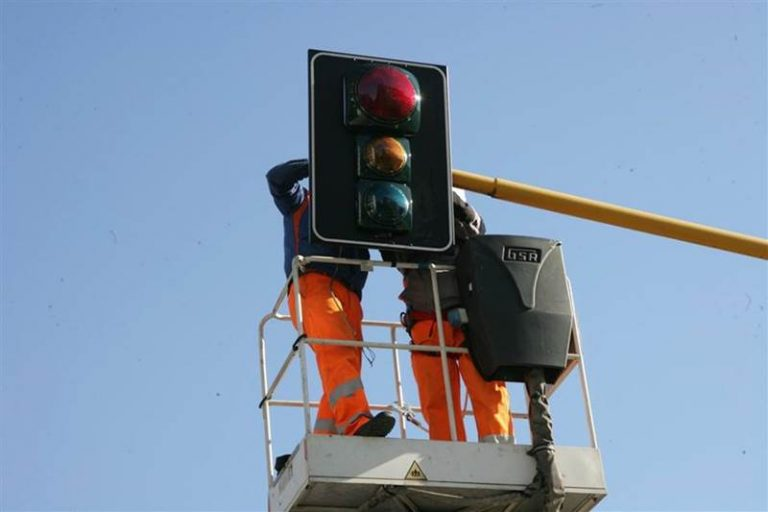 Vibo Valentia: semafori-totem non funzionanti e lasciati all'incuria