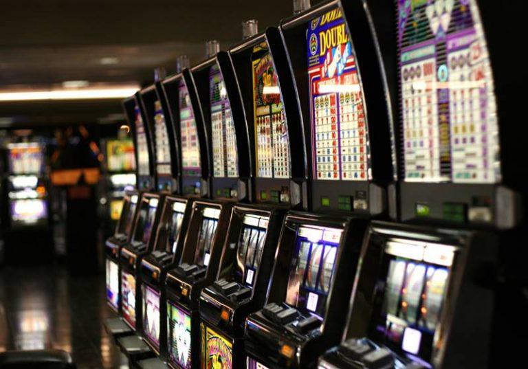 """Vibo nel tunnel delle slot machine, nel 2016 """"bruciati"""" in città 32 milioni di euro (VIDEO)"""