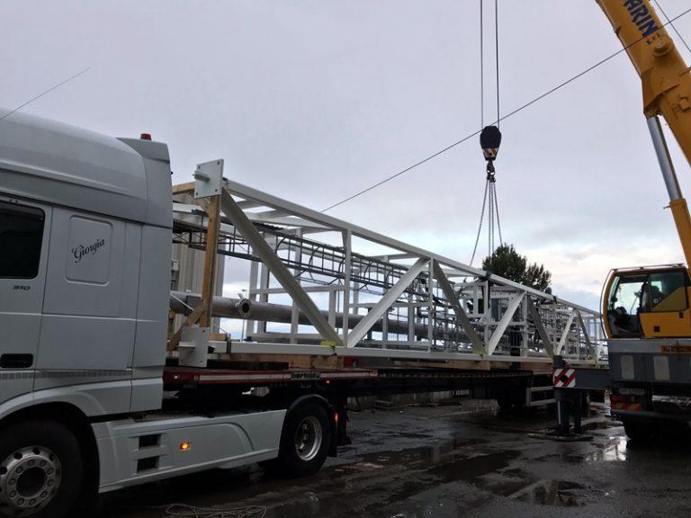 La torcia di 27 metri orgoglio dell'industria Vibonese in viaggio verso la Germania (VIDEO)