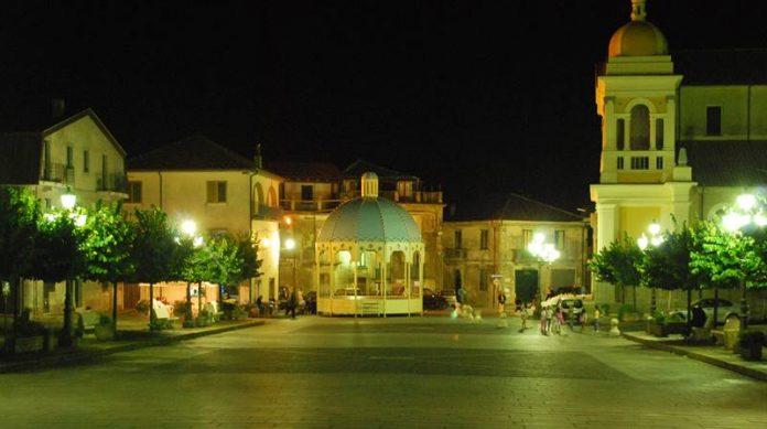 La piazza principale di Vallelonga