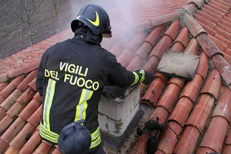 Canna fumaria prende fuoco nel Vibonese e scoppia il panico