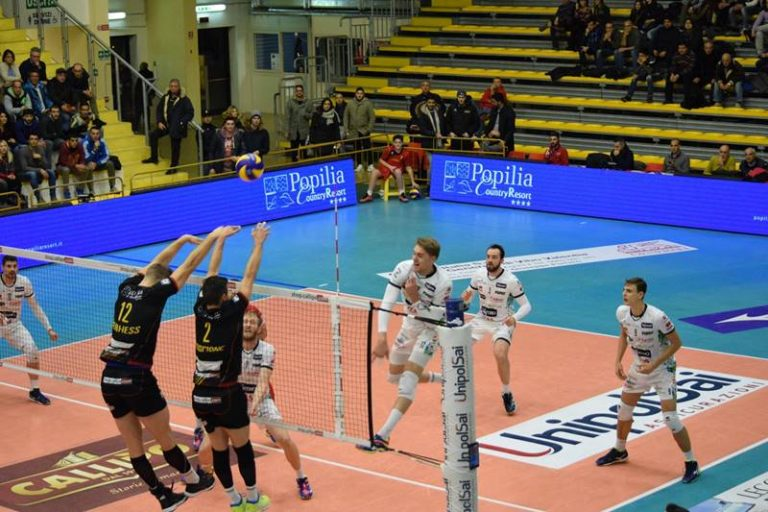 Superlega, Trento la spunta in 5 set contro Vibo al PalaValentia