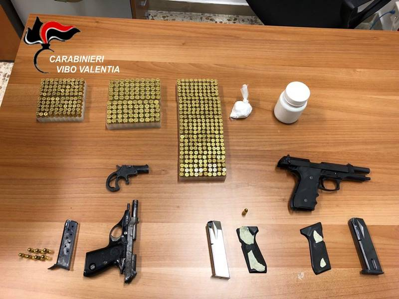 Le armi e le munizioni sequestrate