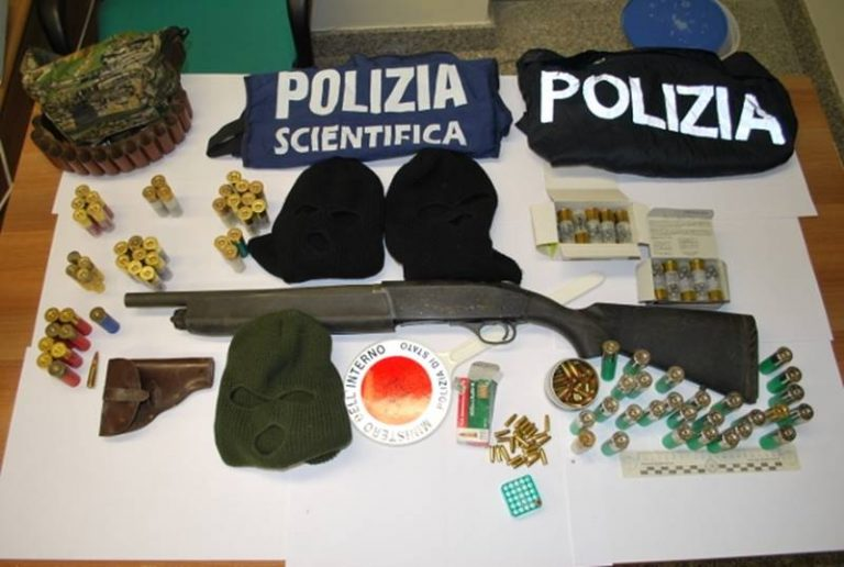 Fucile a canne mozze nascosto in un sottotetto a Gerocarne, arrestata 52enne