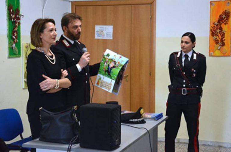 """""""Non solo smartphone"""": i carabinieri presentano il calendario """"a misura"""" di ragazzi"""