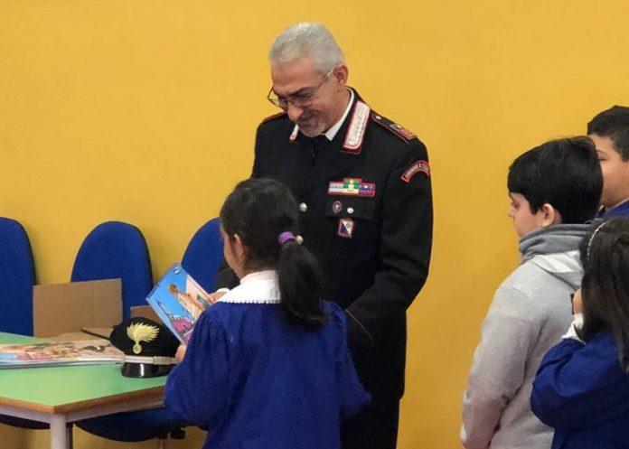 La consegna del calendario agli alunni di Serra