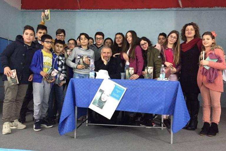 """""""Libri nelle scuole"""", lo scrittore Francesco Carofiglio a San Costantino Calabro"""