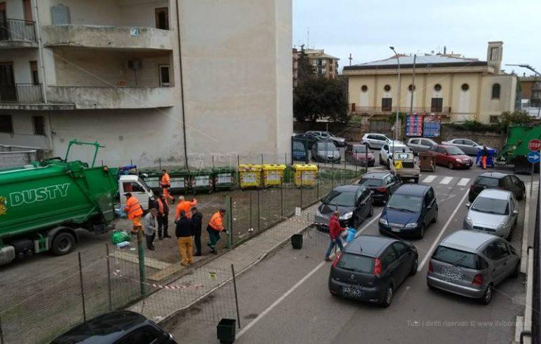 Eco-punto in pieno centro a Vibo, la rabbia dei cittadini: «Situazione fuori controllo»