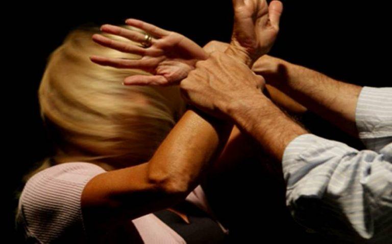 Lesioni e maltrattamenti in famiglia, un arresto a Longobardi