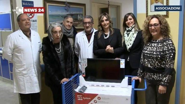 """L'associazione Penelope dona 4 televisori all'ospedale """"Jazzolino"""" di Vibo (VIDEO)"""