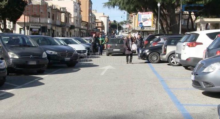 Piazza Municipio a Vibo trasformata in parcheggio: la protesta del Forum delle Associazioni (VIDEO)