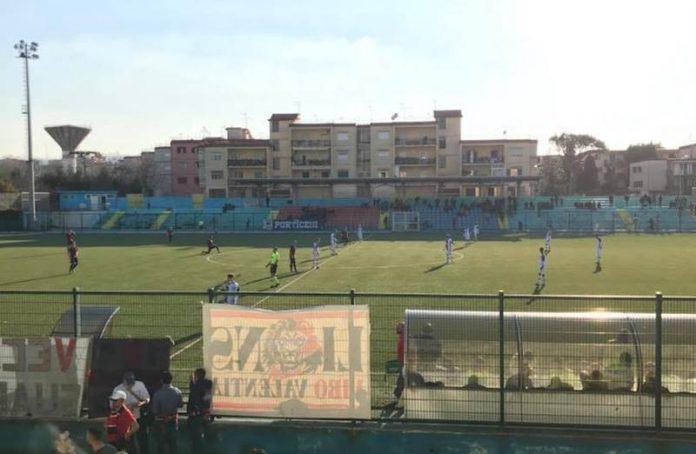 Le squadre in campo a Portici