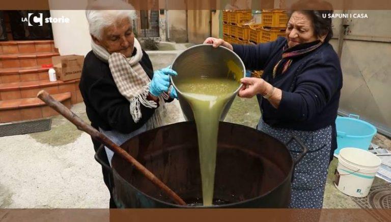 L'antico rito del sapone fatto in casa resiste a Dasà (VIDEO)