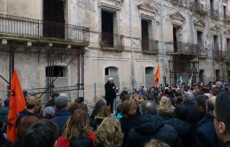 Tropea scende in piazza per l'architetto Giannini, risposta civile a barbarie e indifferenza