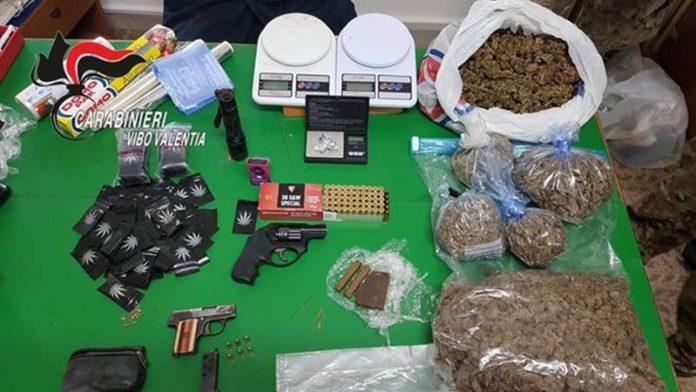 La droga e le armi rinvenute a Nicotera