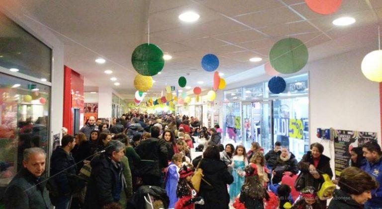 Carnevale 2018   A Pizzo bimbi in festa al parco commerciale
