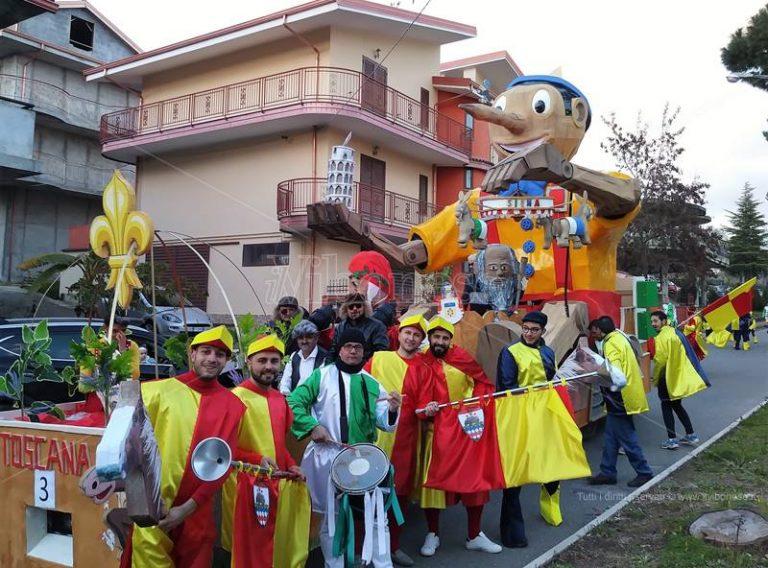 Carnevale 2018 | Applausi e consensi per i carri dei rioni in gara a San Calogero (FOTO/VIDEO)