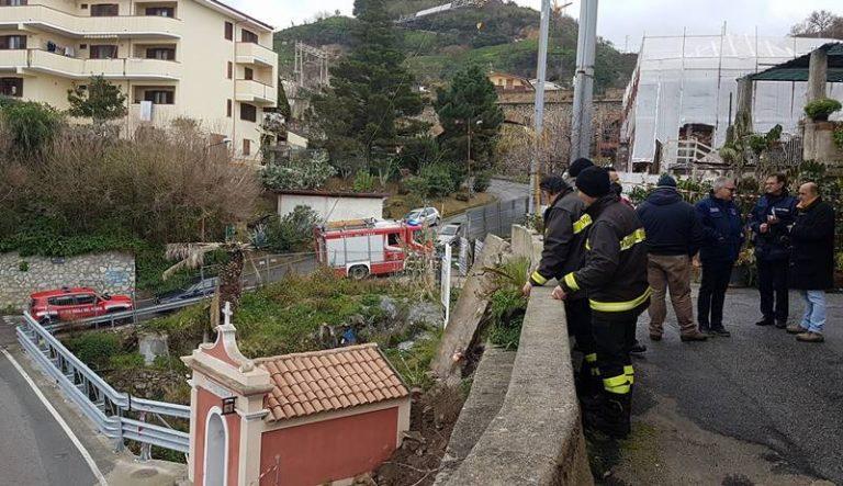 Tropea, si aggrava il cedimento in via Carmine: Vigili del fuoco al lavoro