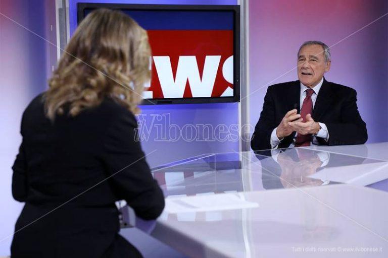 Pietro Grasso negli studi di LaC Tv: «Finalmente ho potuto parlare di temi che mi stanno a cuore» (VIDEO)