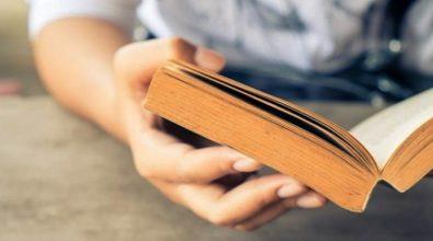 Un libro in regalo a tutti i diciottenni dal Comune di Zambrone