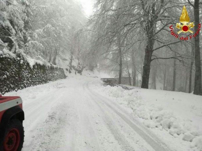 Strade coperte di neve nelle Serre vibonesi
