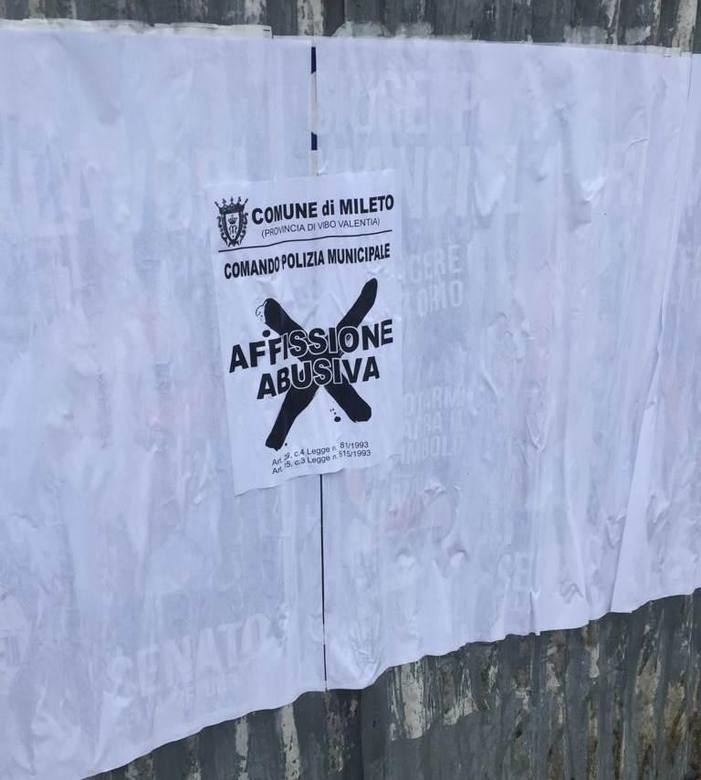 Elezioni e propaganda: impazzano a Mileto i manifesti elettorali abusivi