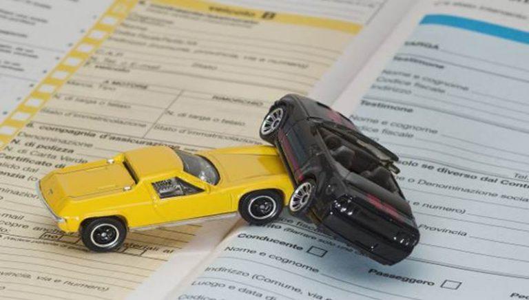Truffa alle assicurazioni nel Vibonese: in 65 a maggio davanti al gup (NOMI)