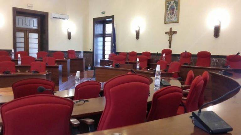Salta il Consiglio sul bilancio, Russo: «Vibo in ostaggio in attesa del voto»