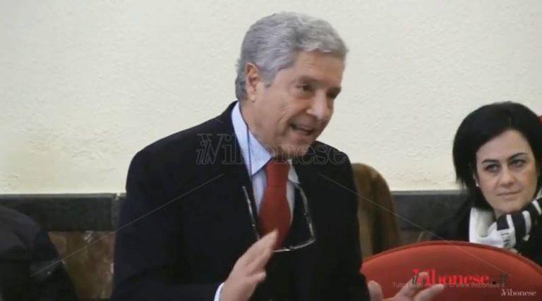 «Cittadini defraudati»: la frase del consigliere fa infuriare Costa che minaccia denuncia (VIDEO)