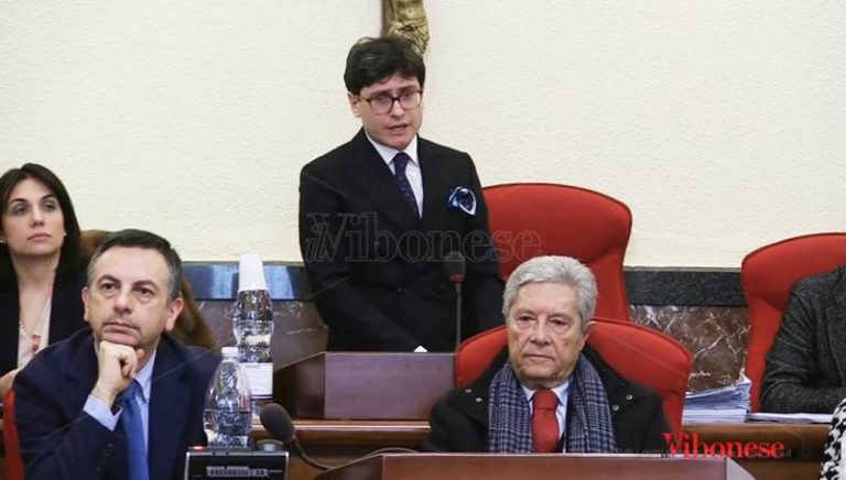 Vibo, Luciano formalizza le dimissioni e attacca Forza Italia: «In atto tentativo di egemonia politica» (VIDEO)