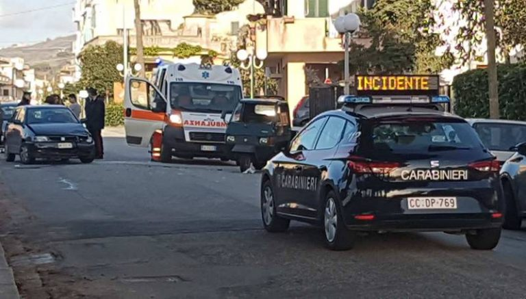 Incidente in pieno centro a Parghelia, ferito il conducente di un'Ape