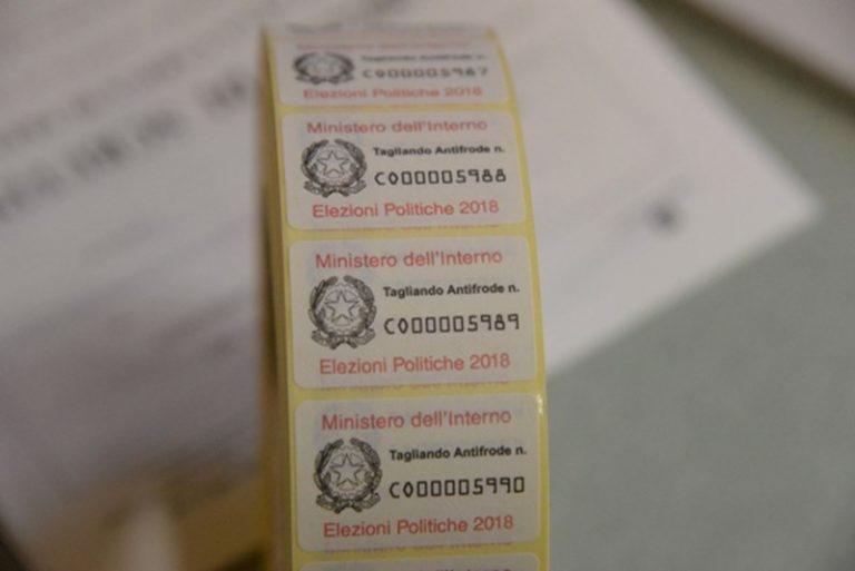 Sant'Onofrio, l'allarme di un presidente di seggio: «Gli elettori abbandonano le schede votate»