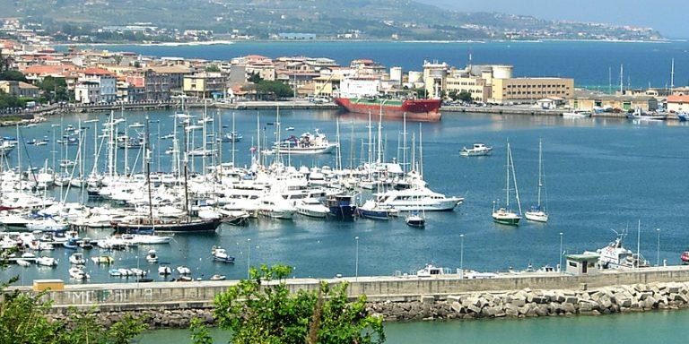 Covid, tre casi positivi a bordo di uno yacht attraccato a Vibo Marina