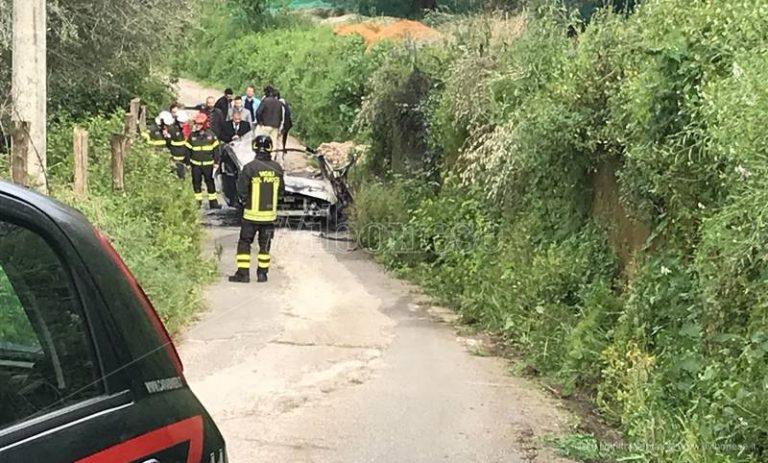 Esplosione a bordo di un'auto a Limbadi, un morto e un ferito (VIDEO)