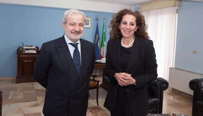 Wanda Ferro con il prefetto di Vibo Guido Longo