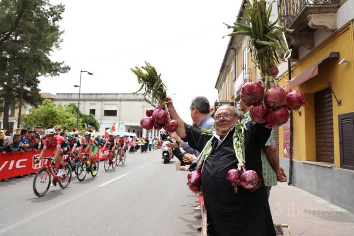 Il passaggio del Giro d'Italia a Mileto nel 2017